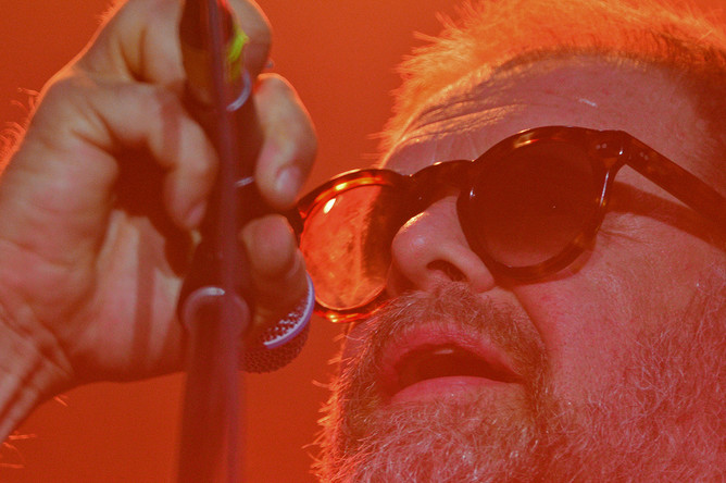 Поэт и музыкант, лидер рок-группы «Аквариум» Борис Гребенщиков выступает на открытии музыкального фестиваля «Дикая Мята» в Тульской области