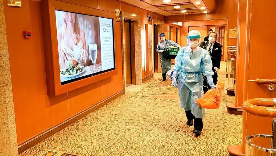 Ситуация внутри круизного лайнера Diamond Princess, находящегося на карантине около японского города Иокогама, 7 февраля 2020 года
