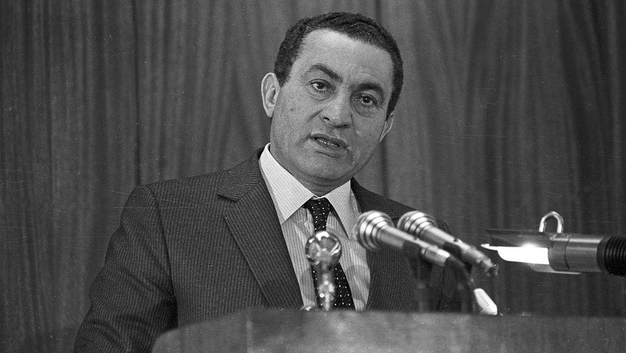 Президент Египта Хосни Мубарак во время выступления в полицейской академии Каира, 1985 год
