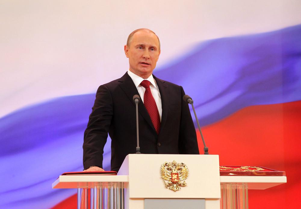 Что нам делать теперь с 7 статьей п.1 и 2 Конституции РФ?