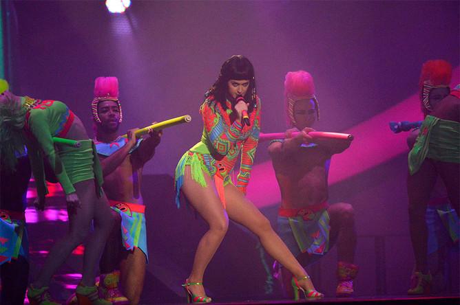 Певица Кэти Перри во время выступления на церемонии вручения музыкальных наград Brit Awards в Лондоне