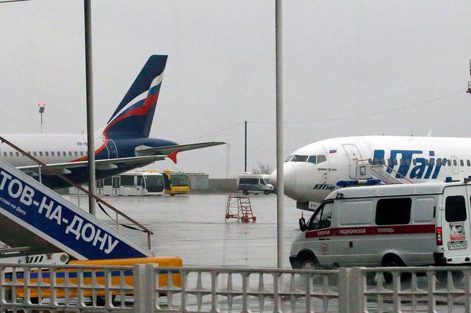 Автомобиль скорой помощи в аэропорту города, где при посадке разбился пассажирский самолет Boeing 737-800 авиакомпании FlyDubai, следовавший по маршруту Дубай — Ростов-на-Дону