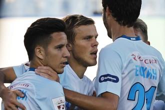 «Зенит» играет на своем поле с «Уфой» в матче РФПЛ