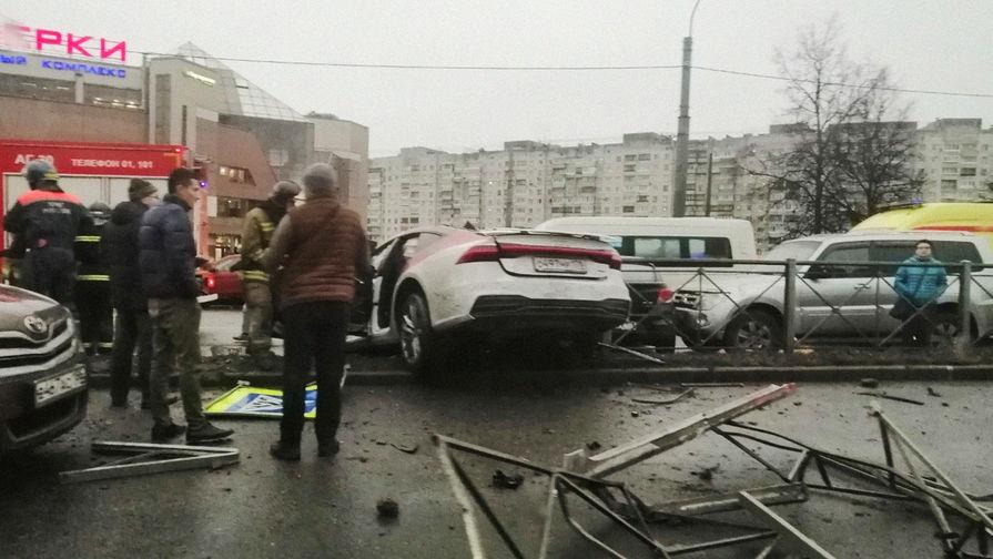 Протаранившего 13 машин в Петербурге водителя 104 раза наказывали за превышение скорости