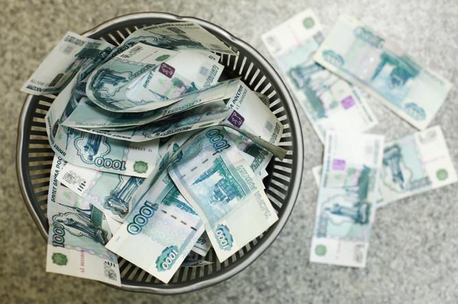 Рубль подешевел к бивалютной корзине