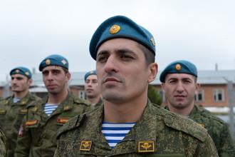 Десантники на церемонии открытия в Ингушетии памятника погибшим воинам спецназа Южного военного округа
