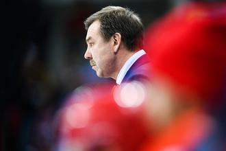 Главный тренер российских спортсменов Олег Знарок в матче Россия- США по хоккею среди мужчин группового этапа на XXIII зимних Олимпийских играх