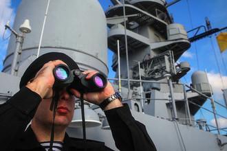 Военнослужащий во время учений корабельных группировок Каспийской флотилии