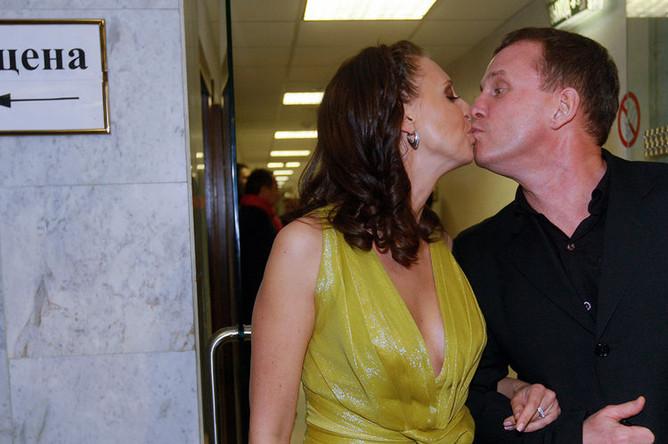 Наталья Сенчукова и Виктор Рыбин во время церемонии вручения музыкальной премии «Золотой Граммофон»,2009 год