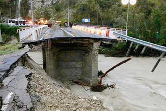 Мост через реку Макопсе после обрушения, 25 октября 2018 года