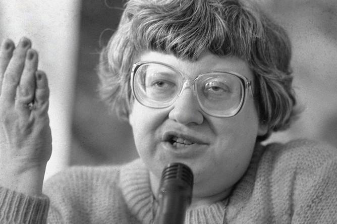 Лидер «Демократического Союза» Валерия Новодворская выступает на совете партии, 1990 год