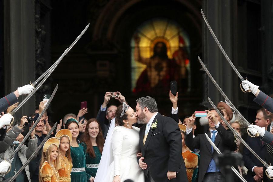 Потомок династии Романовых Георгий Михайлович сгражданкой Италии Ребеккой Беттарини после церемонии церемонии венчания вИсаакиевском соборе, 1октября 2021года