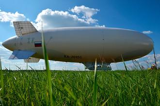 Дирижабль AU-30, построенный ЗАО «Воздухоплавательный центр «Авгуръ», во время презентации на «Дирижабледроме» в Киржаче.