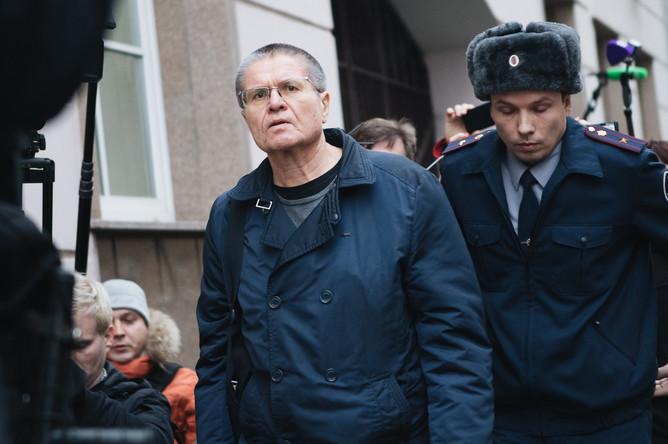 Бывший министр экономического развития России Алексей Улюкаев перед заседанием Замоскворецкого суда Москвы, 15 декабря 2017 года