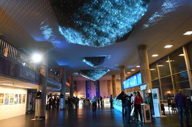 Посетители Государственной Третьяковской галереи на Крымском Валу на открытии Всероссийской акции «Ночь искусств»