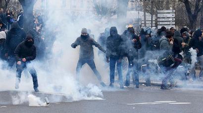 Выходцы из Африки разгромили лицей в пригороде Парижа