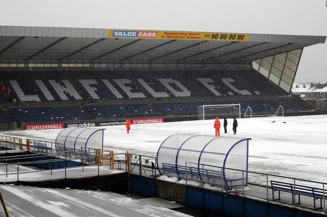 Снегопад может помешать проведению матча между Северной Ирландией и Россией на стадионе «Уиндзор Парк»