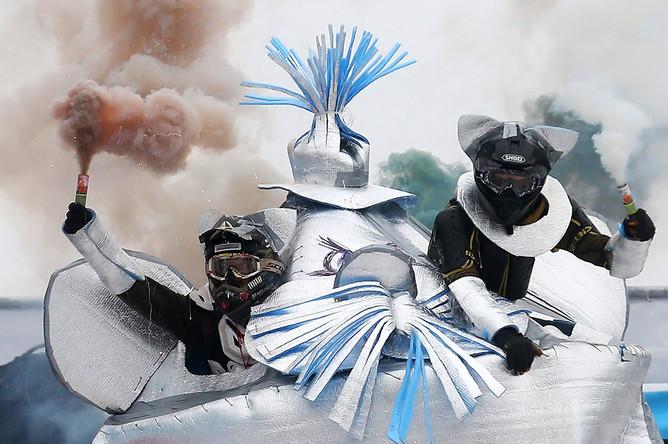 Участники III фестиваля необычных саней «Battle Сани» в парке «Сокольники»