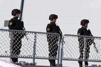 Военнослужащие военно-морских сил Народно-освободительной армии (ВМС НОАК) КНР во время открытия Российско-китайских учений «Морское взаимодействие — 2015»