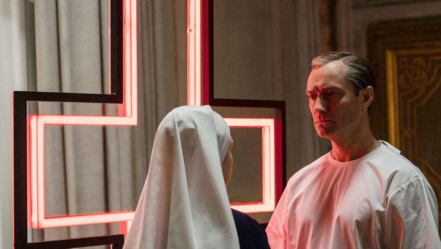 Кадр из сериала «Новый Папа» (2020)