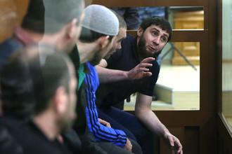 На скамье подсудимых пять предполагаемых исполнителей преступления: Заур Дадаев, Анзор и Шадид Губашевы, Тамерлан Эскерханов и Хамзат Бахаев