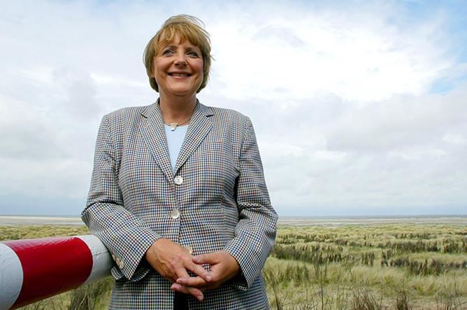 Ангела Меркель во время посещения острова Боркум, август 2004 года