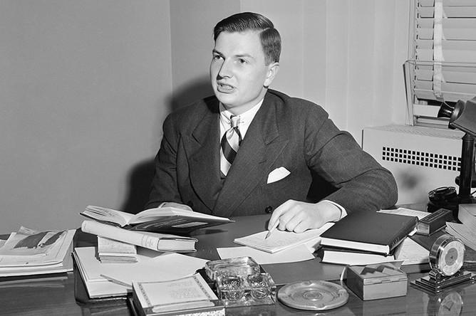 Дэвид Рокфеллер в своем офисе в Рокфеллеровском центре в Нью-Йорке, 1939 год