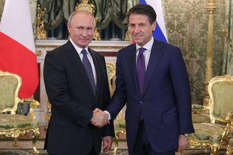 Президент России Владимир Путин и премьер-министр Италии Джузеппе Конте во время встречи в Москве, 24 октября 2018 года
