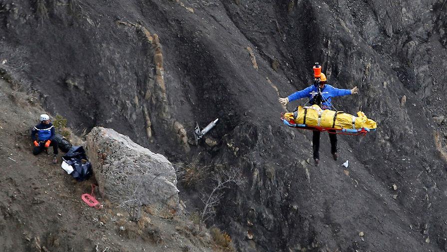 Аварийно-спасательные работы на месте крушения самолета Airbus A320 авиакомпании Germanwings, 26 марта 2015 год