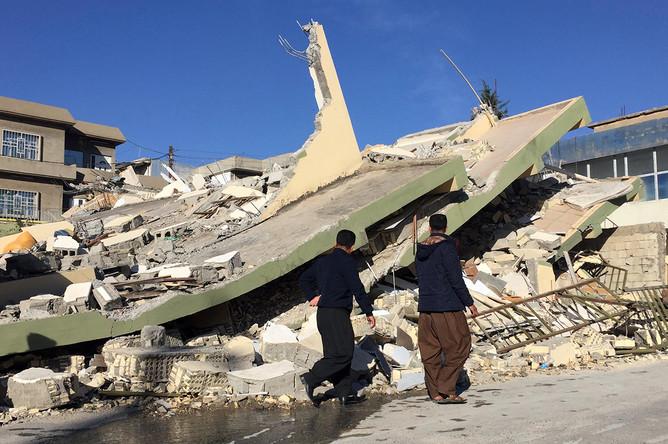 Поврежденное здание в иракском городе Дарбандихан после землетрясения, 13 ноября 2017 года