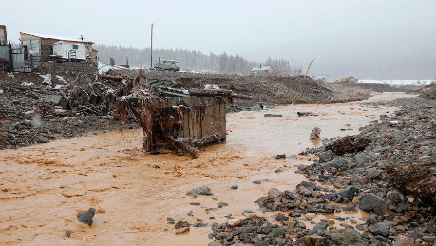 Объявлен траур: последствия смертоносного прорыва дамбы на руднике