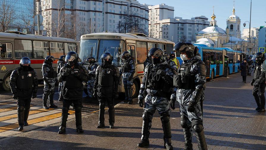 Ситуация около станции метро «Преображенская площадь», где находится Мосгорсуд, в день заседания по делу Алексея Навального, 2 февраля 2021 года