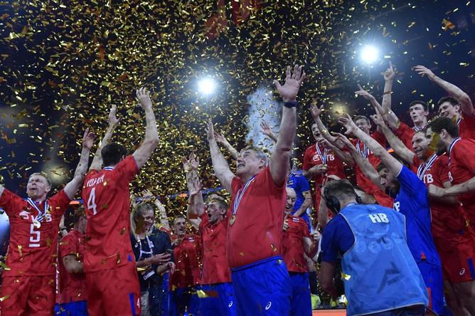 Сборная России на награждении после финальной встречи чемпионата Европы против сборной Германии