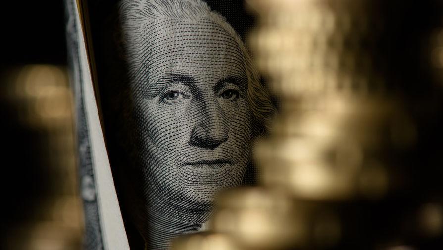 Курс доллара упал ниже 71 рубля