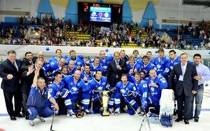 Хоккеисты «Барыса» после победы