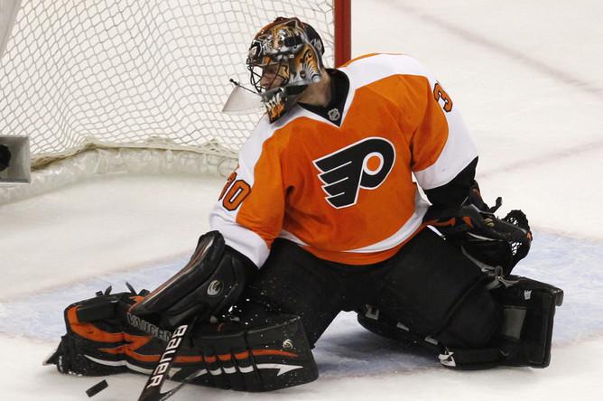 Илья Брызгалов отыграл 30-й матч на ноль в НХЛ