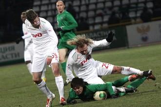 Миранчук и Денисов вдвоем не могут добраться до мяча