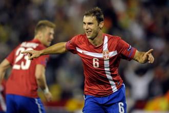 Бранислав Иванович празднует гол за национальную команду