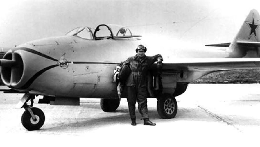 Первый опытный МИГ-9 (И-300)