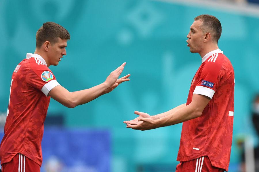 Александр Соболев меняет Артема Дзюбу в матче Россия — Финляндия