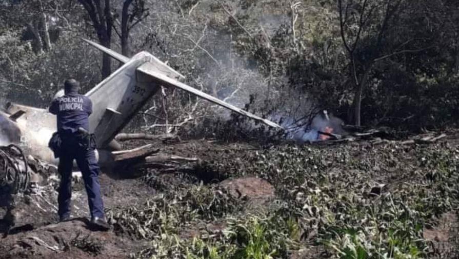 На востоке Мексики разбился пассажирский самолет ВВС страны