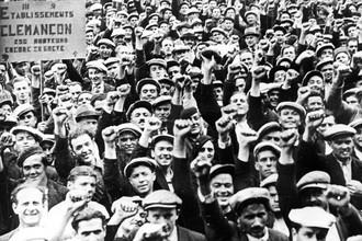 Демонстрация в поддержку забастовки строителей, Париж, Франция, 1936 год
