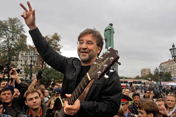 Музыкант Юрий Шевчук на митинге-концерте в защиту Химкинского леса, 2010 год