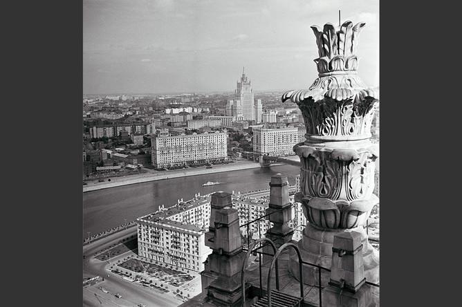 Вид на Смоленскую набережную у гостиницы «Украина», 1959 год