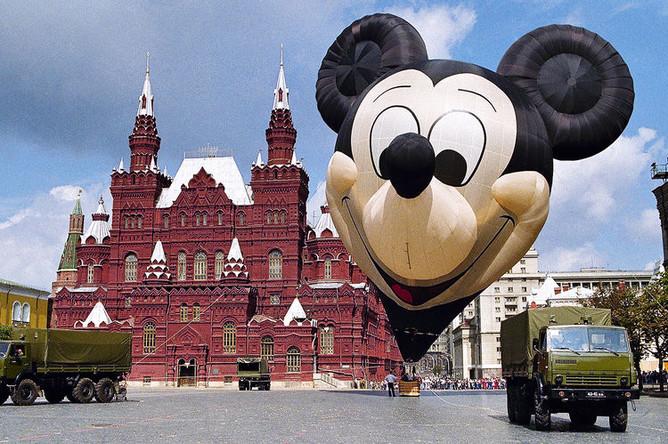 Воздушный шар в виде Микки Мауса на Красной площади, 1991 год