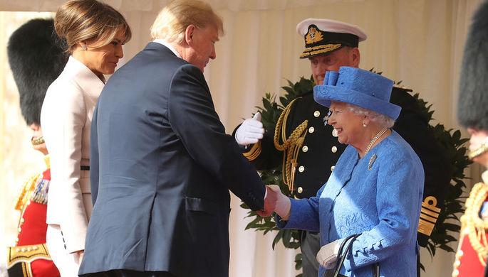 Президент США Дональд Трамп с супругой Меланьей во время встречи с королевой Великобритании Елизаветой II в Виндзорском замке, 13 июля 2018 года