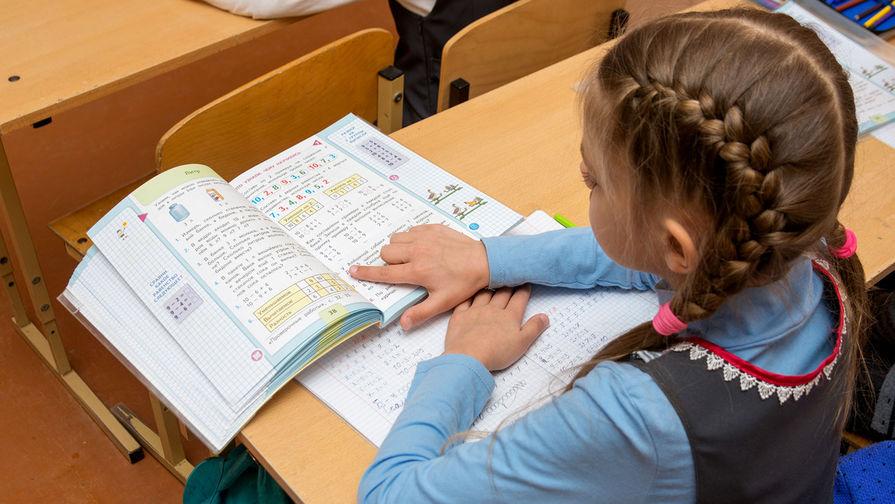 В Минздраве предупредили, что школьники в группе риска по тяжелой форме коронавируса