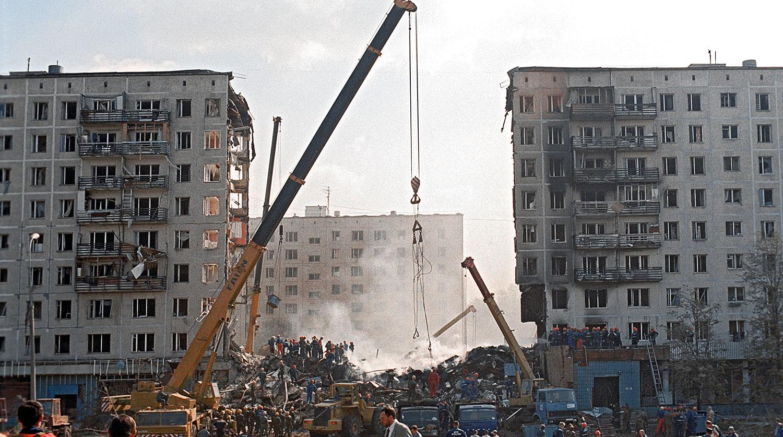 Разбор завалов на месте террористического акта на улице Гурьянова в Москве