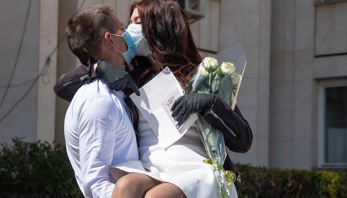 Статистика пандемии: в России уменьшилось число разводов и браков