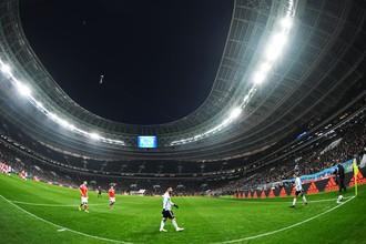 В центре: Лионель Месси (Аргентина) в товарищеском матче между сборными командами России и Аргентины.